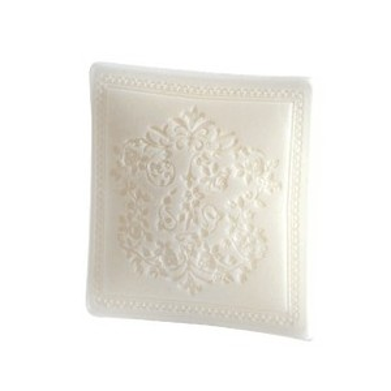 Jabón en forma cojín bordado.100gr